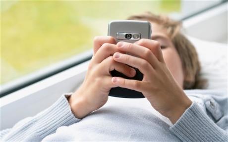 Điện thoại di động, máy tính bảng hủy hoại con bạn như thế nào?