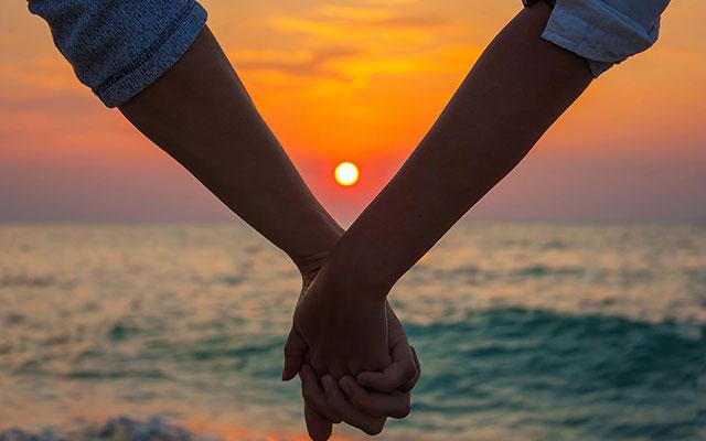 Còn yêu – khoan hãy buông tay.